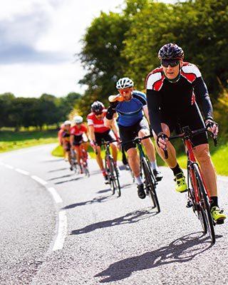 Cyclistes sur route - Velo&Co salon du vélo à Dijon